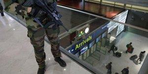 Aéroports, sûreté, terrorisme, armée, Roissy-Charles-de-Gaulle, CDG, surveillance aéroportuaire, ADP,