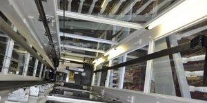 Création dascenseur en gaine vitrée dans immeuble existant par ILEX.