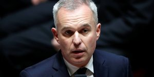 """France: la fuite de fuel au large de la corse """"maitrisee"""", dit de rugy"""