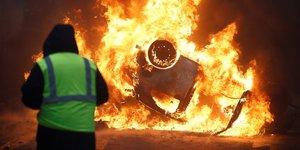 """Graves violences a paris lors de la manifestation des """"gilets jaunes"""""""