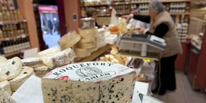 Illustration fromage Roquefort, fromagerie, Paris, France