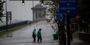 L'ouragan florence faiblit, mais des risques d'inondations