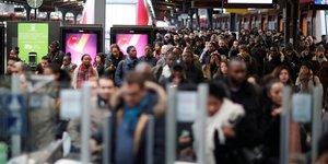 La sncf chiffre a 400 millions d'euros l'impact du mouvement de greve