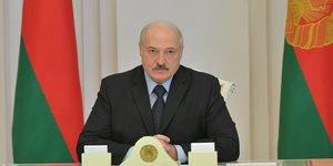 Le pouvoir bielorusse libere des manifestants, l& 39 ue envisage des sanctions