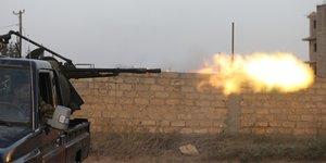Libye: des explosions et des frappes aeriennes secouent tripoli