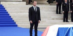 """Macron salue la memoire de simone veil, une """"boussole"""" pour la france"""