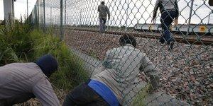 Reunion de crise a londres a propos des migrants a calais