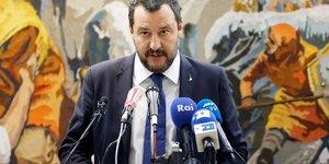 "Salvini: l'interet des italiens passe avant les ""bureaucrates"" de l'ue"