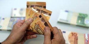 Sept francais sur 10 refusent une baisse de salaire en echange d'un maintien de l'emploi, selon un sondage