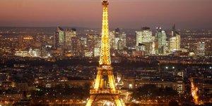 tour Eiffel nuit illuminée Paris