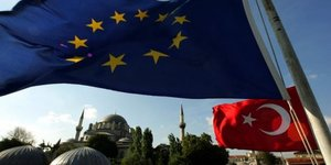 Une eurodeputee pour la suspension des negociations avec la turquie