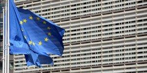 Une taxe europeenne sur les entreprises rapporterait jusqu'a 10 milliards d'euros par an, selon la commission