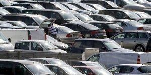 Voitures garées parking